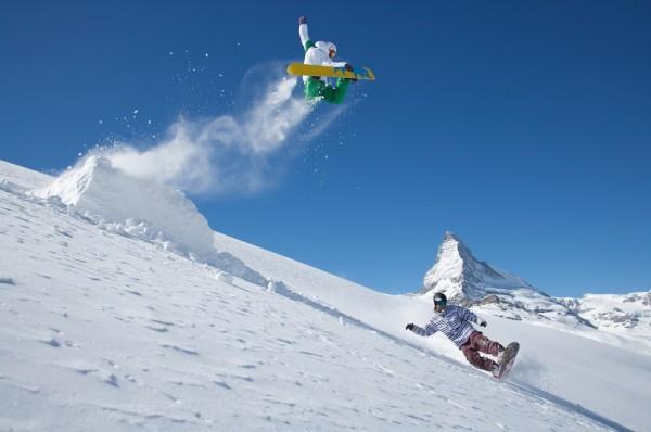 A snowboarder in the Matterhorn ski paradise - credit zermatt.ch
