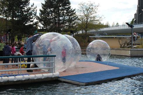 Aquabulles - water game at Futuroscope