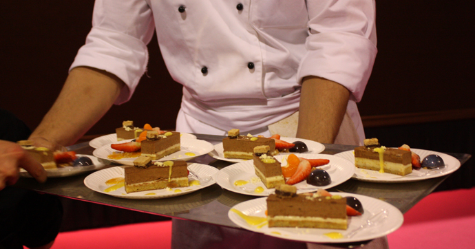 BHMS student distributing the dessert of chef Thomas Sporrer - copyright Veronique Gray