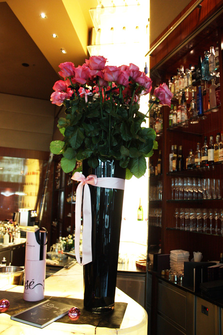 Beautiful roses at the Onyx bar in Zurich - copyright Veronique Gray