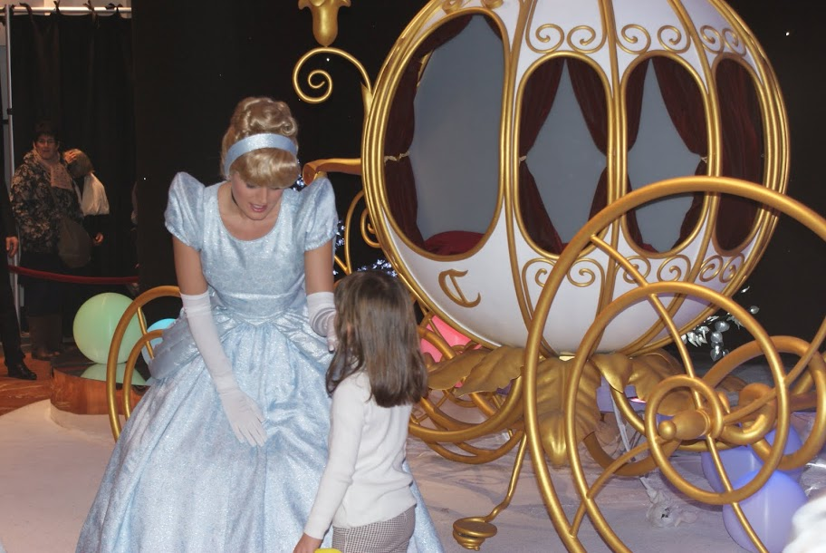 Cendrillon with her coach in Paris