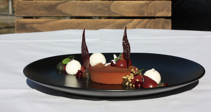 Chocolate tart with caramel core - recipe from pastry chef Felix Oeder, Il Casale in - credit photo Véronique Gray
