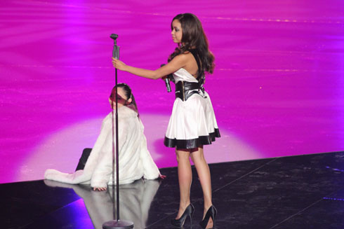 Dionne Bromfield and Miki Ando at Art on Ice 2012