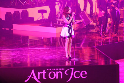Dionne Bromfield sings at Art on Ice