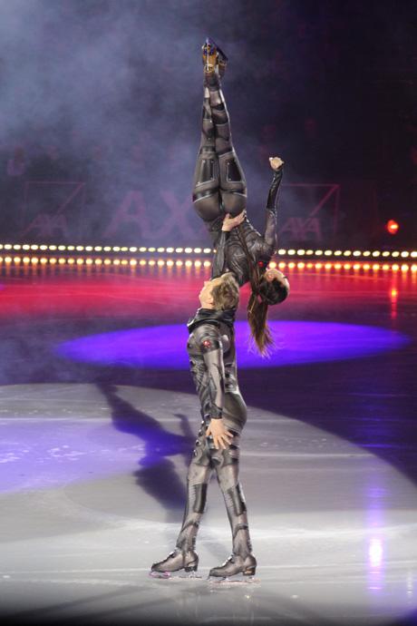 Dmitri Sukahanov and Fiona Zaldna  Art on Ice 2015 Zurich - credit photo Veronique Gray