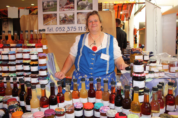 Elly Hilzinger from Gachnang with her homemade sirups and jams at the Gourmesse