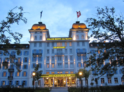 Grand Hotel des Bains Kepimski taken from the outside