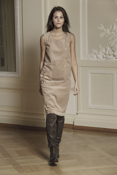Javier Reyes Winter collection - Long shortleeve dress - Hotel Palace Bellevue in Bern - photo Nathan Beck