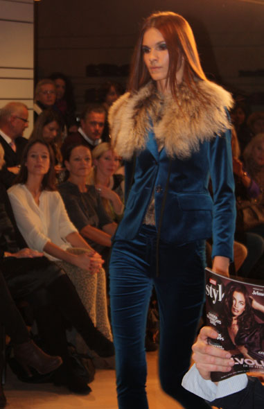 Jelmoli fashion show - blue velvet pants and jacket  and a fur collar