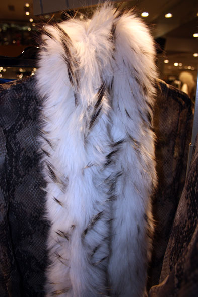 Jelmoli fashion show - beautiful fur scarf