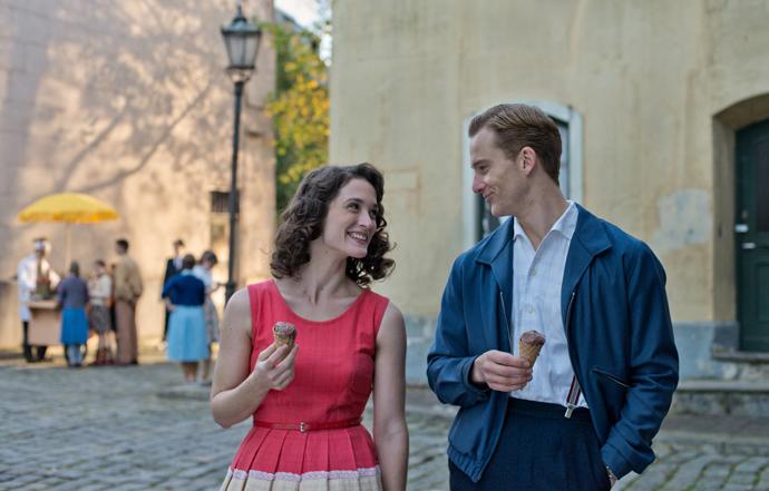 Johann Radmann (Alexander Fehling) and Marlene Wondrak (Friederike Becht) - Copyright Universal Pictures