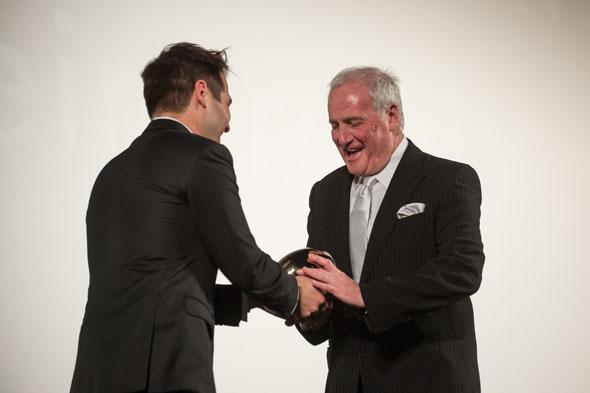 Karl Spoerri gives a Golden Eye to Jerry Weintraub - copyright ZFF 2012