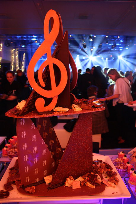 Läderach chocolate sculpture for Art on Ice after show party - copyright Véronique Gray