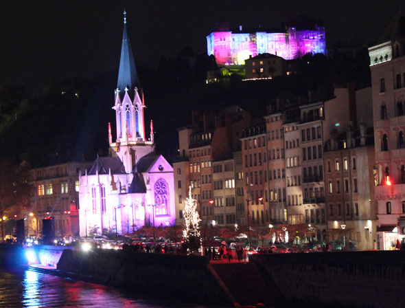 Lit up buildings with Saone River - credit Vivamost