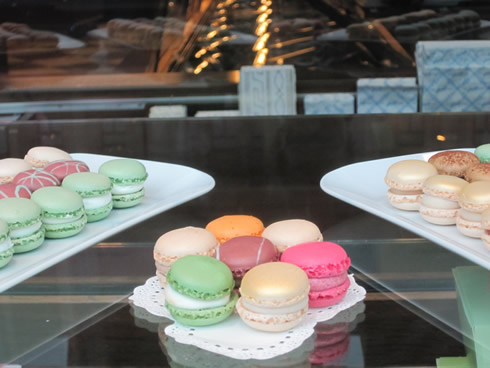 colorful macaroons, the Luxemburgerli