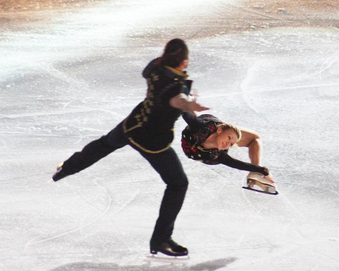 Maxim Trankov and Tatiana Volososhar at Art on Ice in Zurich - copyright Véronique Gray