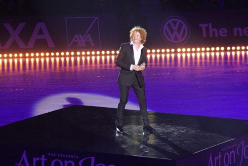 Mick Hucknall at Art on Ice 2012, Hallenstadion in Zurich