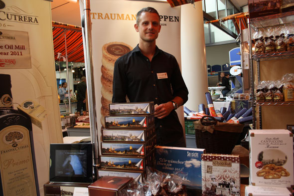 Mr Straumann at the Gourmesse presenting his hazelnut waffels called Hüppen