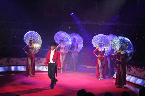 Pina Gasparini, entertainer and singer at Conelli Circus