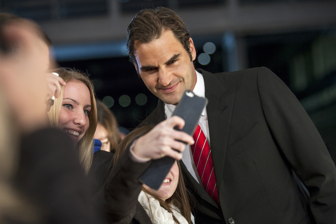 Roger Feder with fans on the red carpet of Credit Suissse Sports Awards -credit Photopress Alexandra Wey