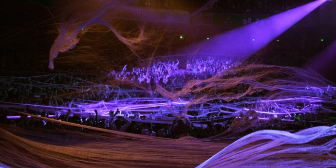 SSS spider web on audience - copyright Slava's Snowshow