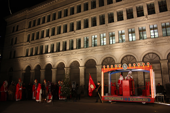 St. Nicholas and Santa Claus speeches at the Samichlaus Parade in Zurich - copyright Veronique Gray