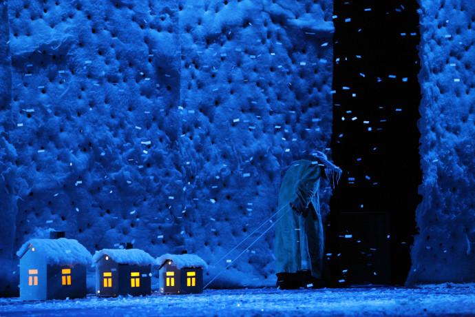 Slava's Snowshow 3 houses dark blue copyright Slava Snowshow