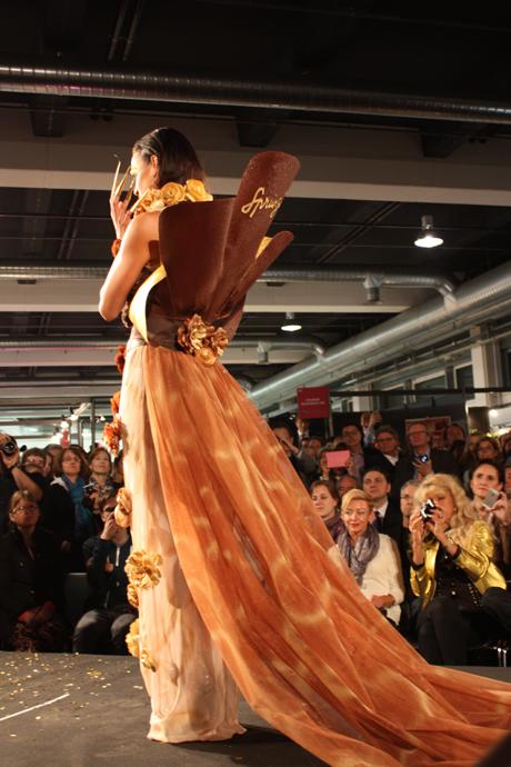 Sprüngli fashion show model at the salon du chocolat in Zurich - copyright Veronique Gray
