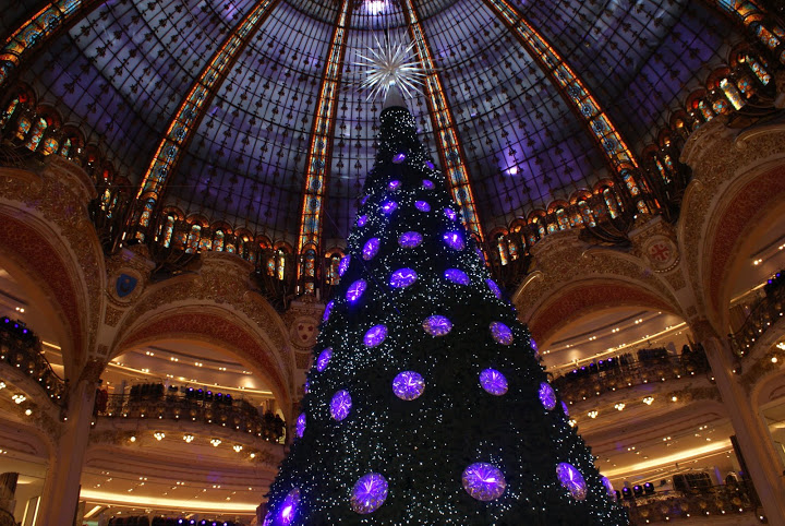 Swarovski tree in the Galeries Lafayette and beautiful dome in Paris