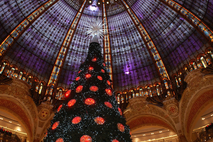 Swarovski tree in the Galeries Lafayette and beautiful dome