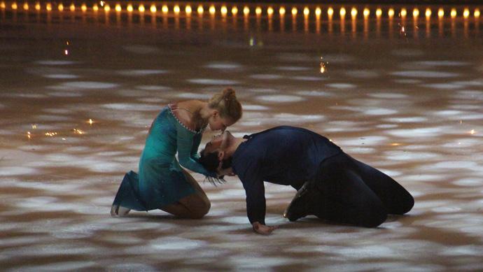 Tatiana Volosozhar and Maxim Trankov Art on Ice 2015 - credit photo Veronique Gray