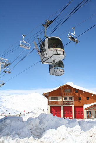 Gondolas bringing skiers to the slopes, Val Thorens