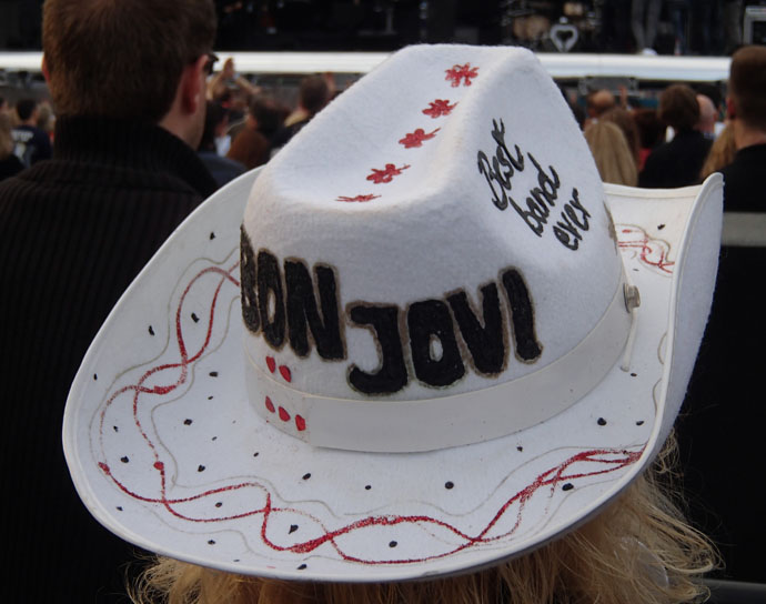 A woman wearing a cowboy hat - Bon Jovi best band ever - Munich 2013