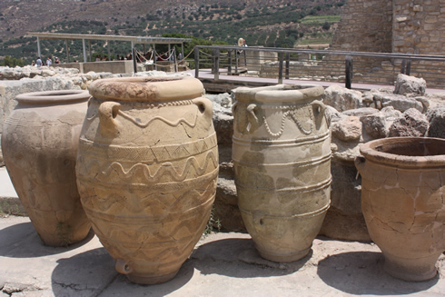 amphoras at the palace of Knossos