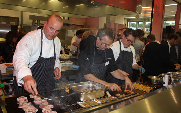 il tavolo opening night with chefs preparing meals - Dietmar Sawyere (chef in the middle) - copyright Veronique GRAY