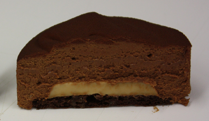inside of chocolate tart with caramel core - copyright Véronique GRAY