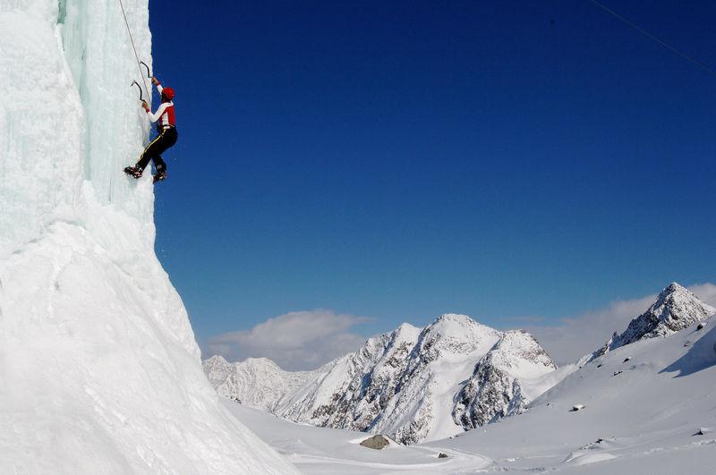 winter activity in Stubaital - copyright Tourismusverband Stubai Tirol