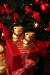 lindt-teddys-under-the-christmas-tree